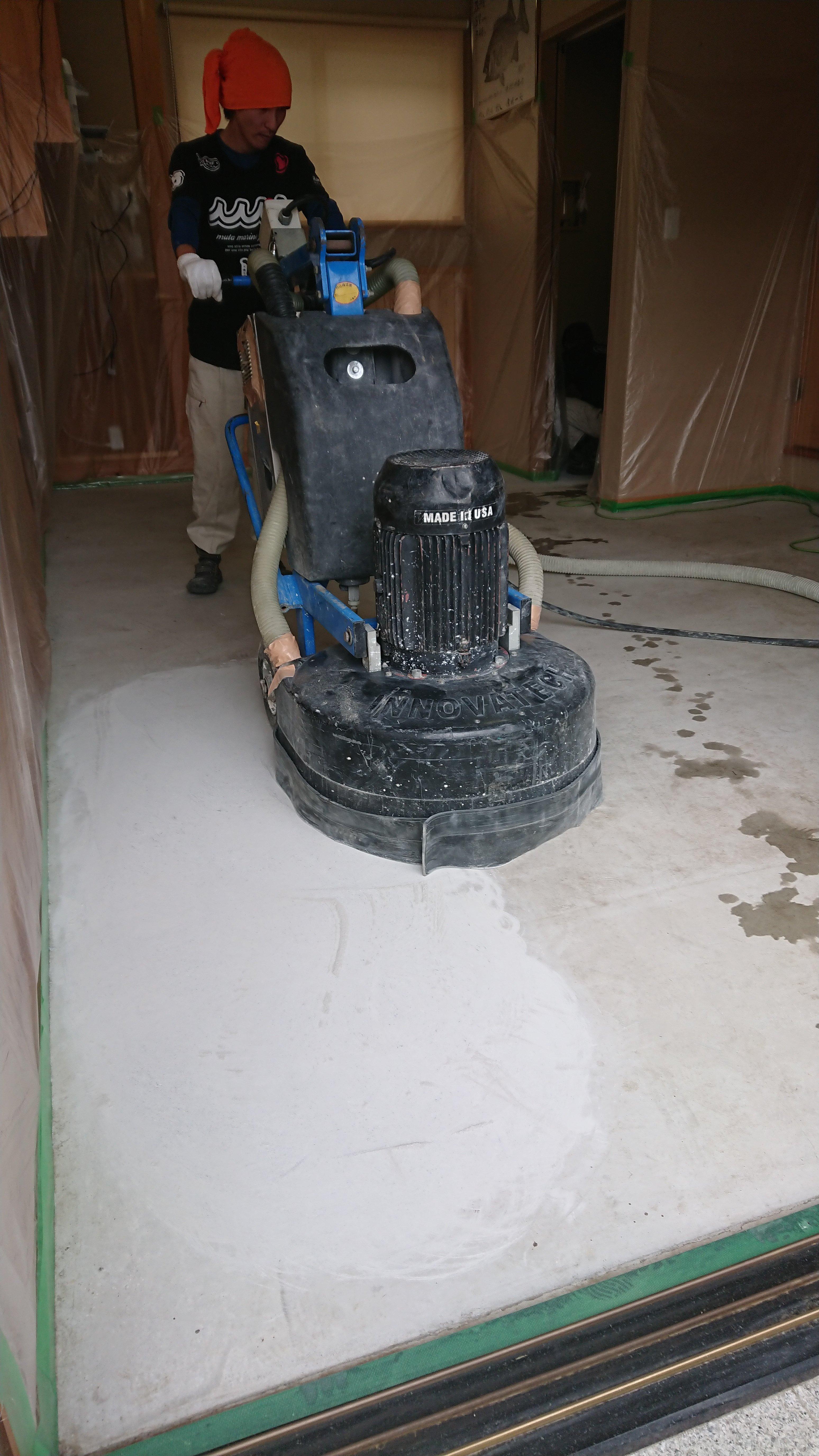 コンクリート土間鏡面仕上げ
